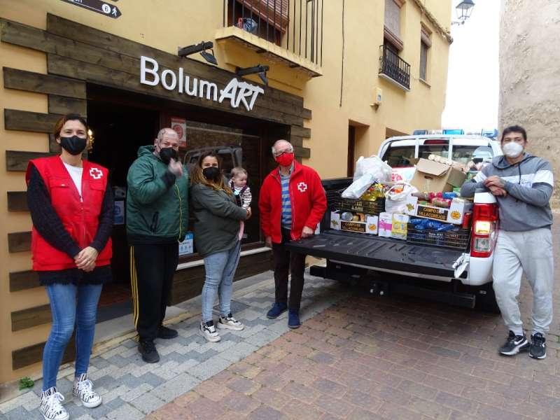 Entrega de alimentos a Cruz Roja