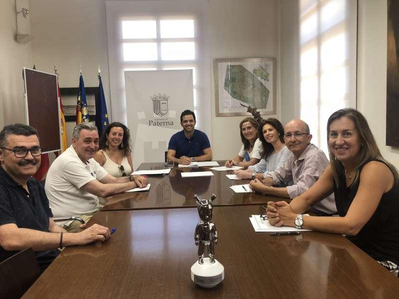 Junta Paterna Ciudad de Empresas con el premio otorgado por el Colegio Oficial de Ingenieros Industriales de la CV a la Labor Profesional de la asociación
