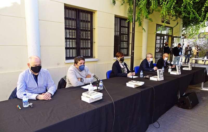 Autor y coeditores con la alcaldesa de Segorbe