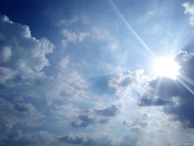 Sol y nubes. EPDA