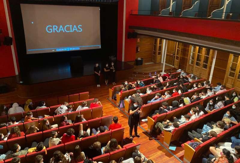 Lleno en el Teatro Serrano./ Foto: M.Martín