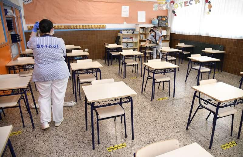 Limpieza en las escuelas de Paiporta./ EPDA