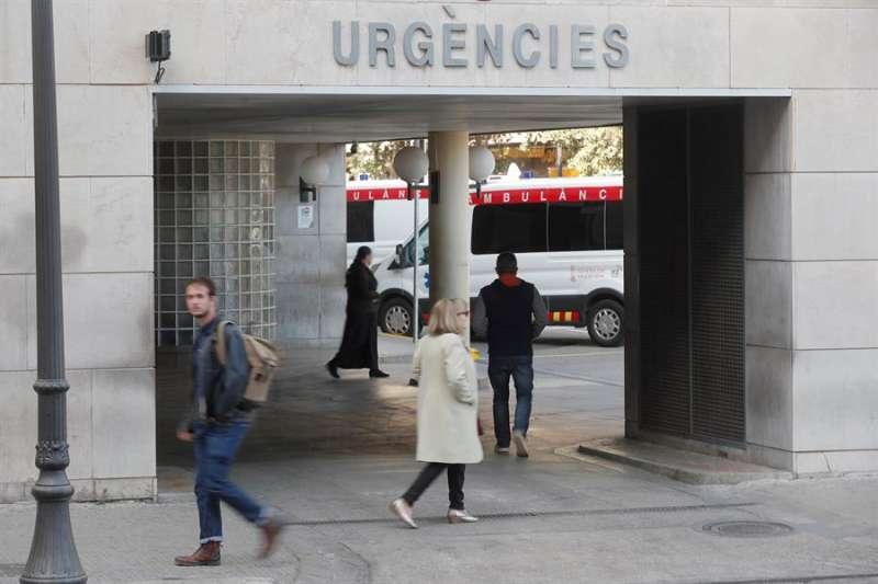 Entrada a Urgencias del Hospital Clínico Universitario de València. EFE/Kai Försterling/Archivo