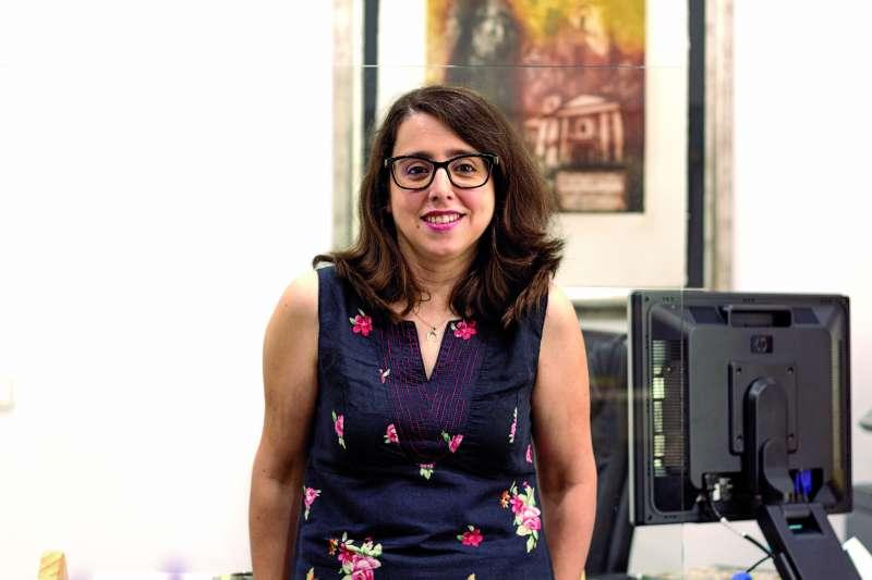 La alcaldesa de Tavernes Blanques, Mari Carmen Marco, en la entrevista. / EPDA