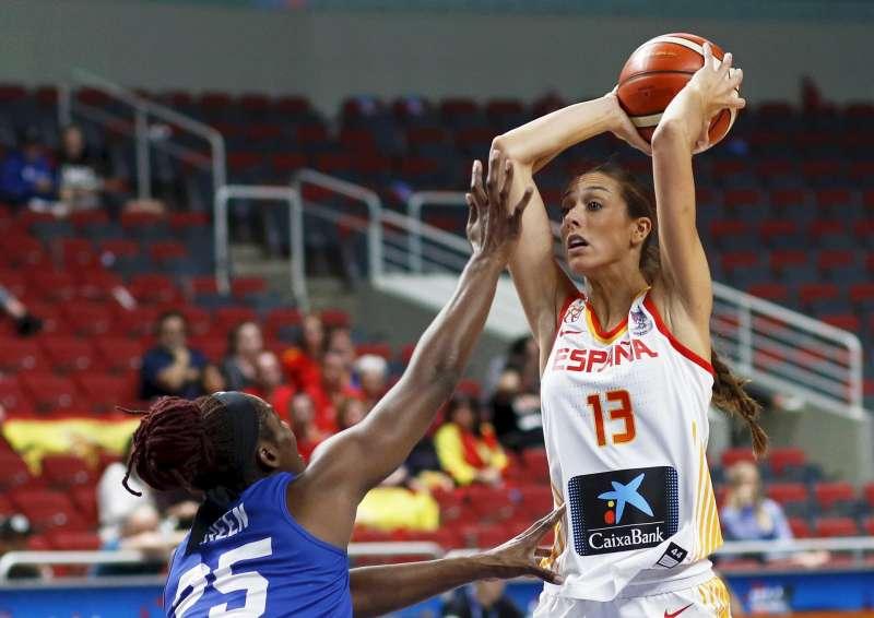 Tamara Abalde Diaz (dr) durante un partido con la selección española. EFE/Archivo