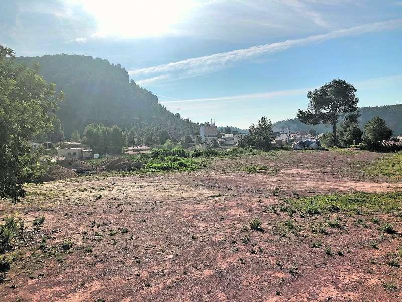 Terreno en el que será construido el ?Centro Público Verge del Roser de Olocau? donde se invertirán 2.200.000 euros para su construcción./epda