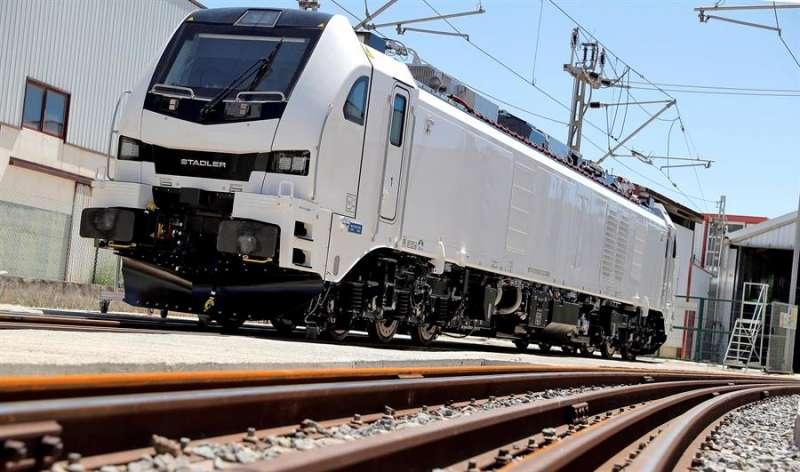Eurodual, la locomotora europea más potente y versátil de su segmento, diseñada y fabricada íntegramente en València por Stadler. EFE/Manuel Bruque/Archivo