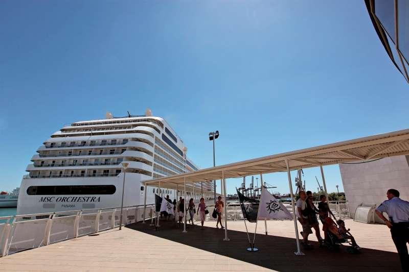 Turistas de crucero a su llegada al puerto de Valencia.