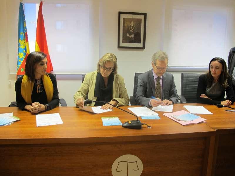 Instante de la firma del protocolo de Burriana