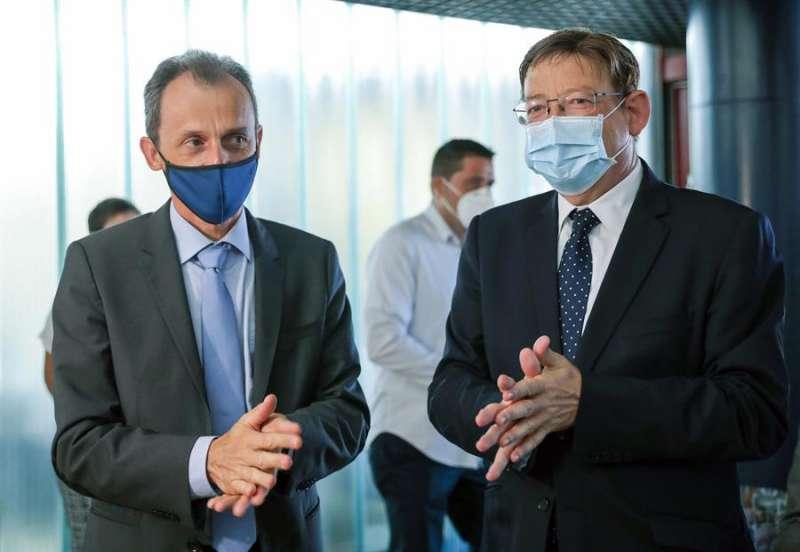 El president de la Generalitat, Ximo Puig, y el ministro de Ciencia e Innovación, Pedro Duque,durante su visita al Instituto de Agroquímica y Tecnología de Alimentos (IATA-CSIC). EFE/Ana Escobar