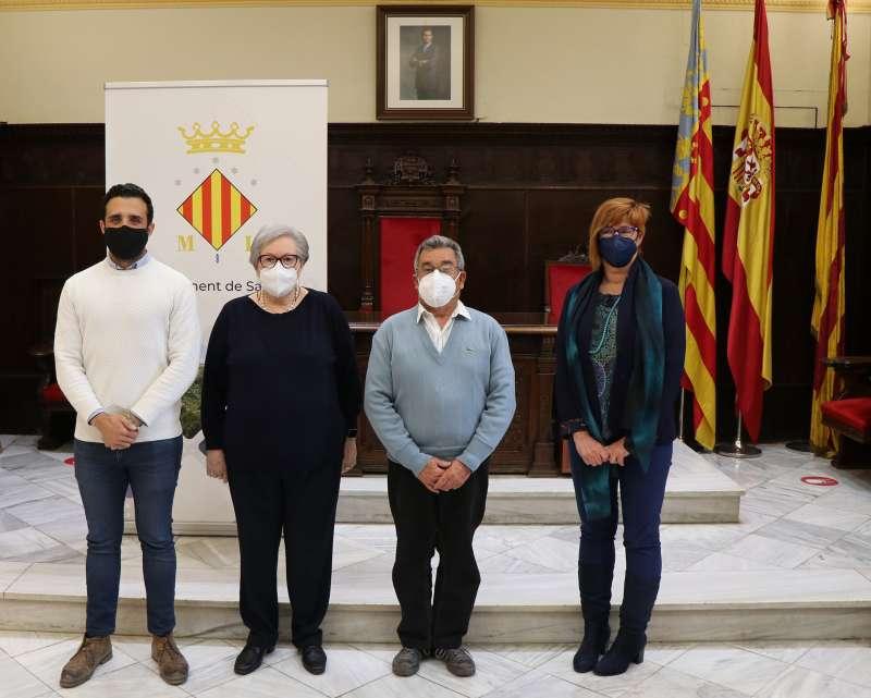 Los representantes de las entidades musicales, en el salón de plenos del consistorio.