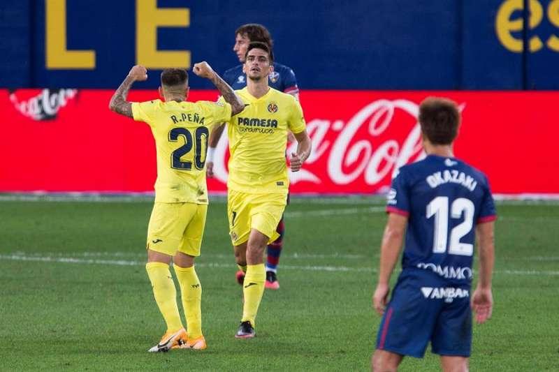 Los jugadores del Villarreal celebran un su gol ante el Huesca en el partido de la primera jornada de Liga en el estadio de la Cerámica. EFE/Archivo/Domenech Castelló.
