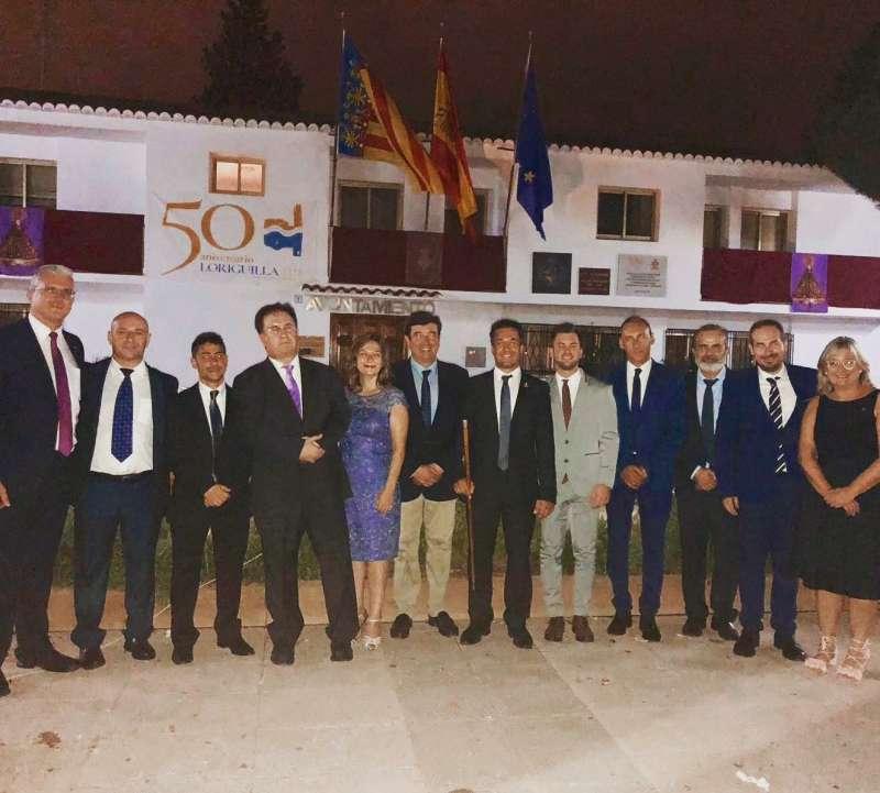 El alcalde de Loriguilla en la procesión del pasado domingo junto con compañeros de partido.