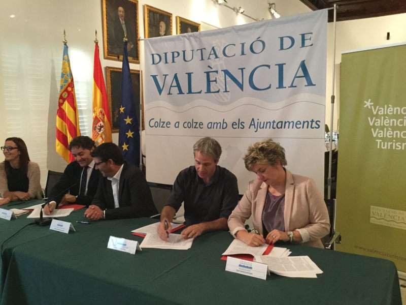 Jorge Rodríguez, Mª Josep Amigó, Pilar Moncho y Frances Colomer con el presidente de la Mancomunitat Ribera Baixa