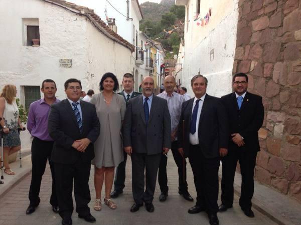Los alcaldes y concejales del PP de la comarca con el primer edil de Segart. EPDA