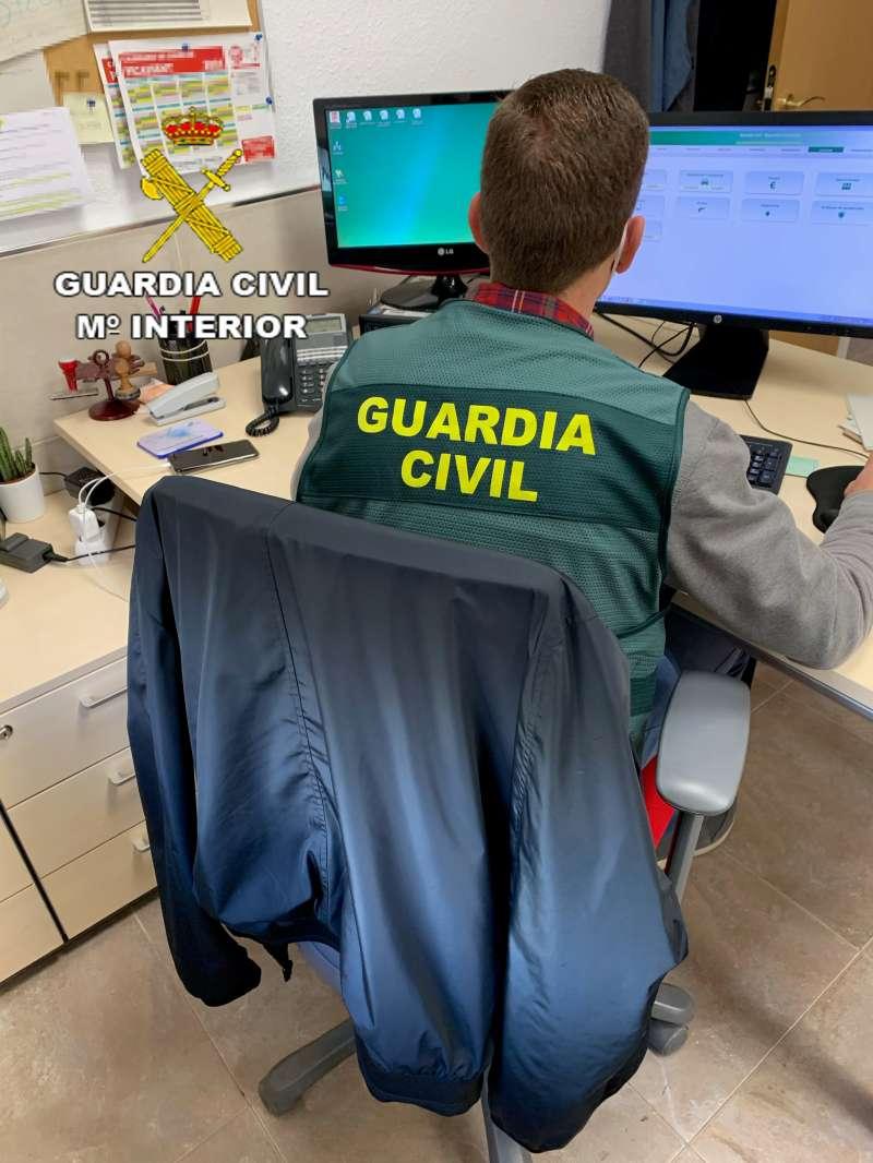 Imagen de un miembro de la Guardia Civil de Picassent.