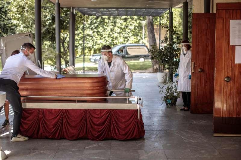 Imagen del cementerio municipal de València al inicio de la pandemia. EFE/Biel Aliño/Archivo
