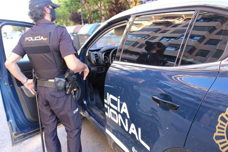 Imagen facilitada por la Policía Nacional de una patrulla. EFE/Policía