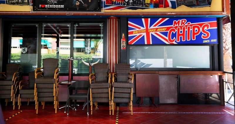 Un pub inglés en Benidorm cerrado en julio. EFE/Manuel Lorenzo