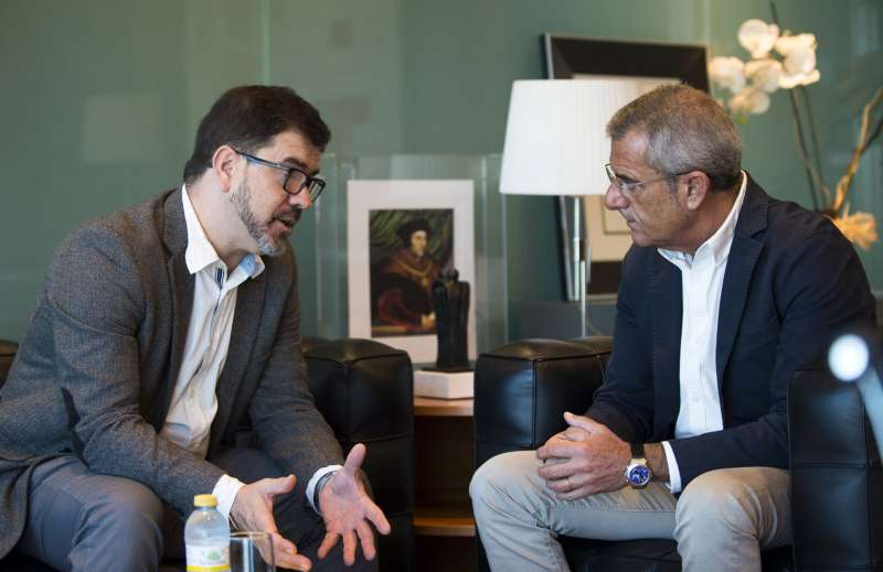El diputat provincial Emili Altur en reunió ambel degà Rafael Bonmatí.