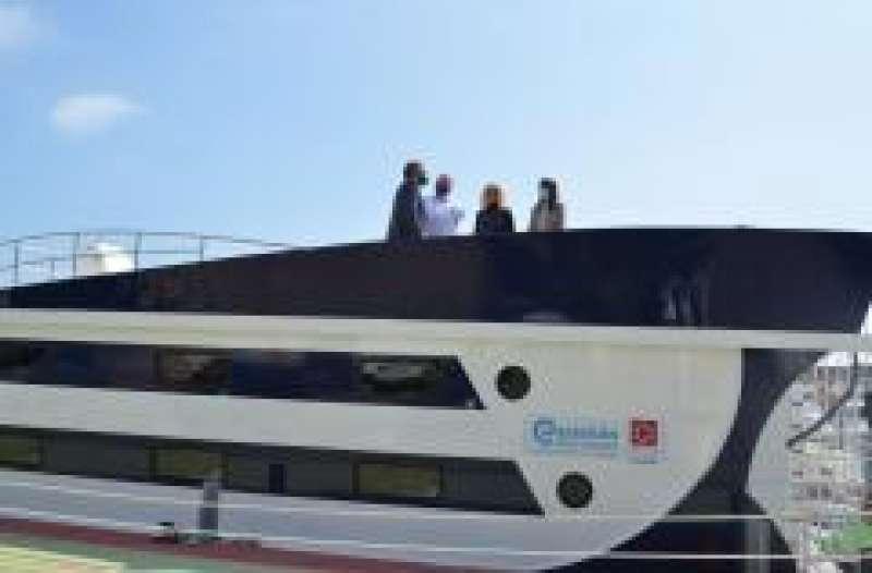 Visita a uno de los barcos