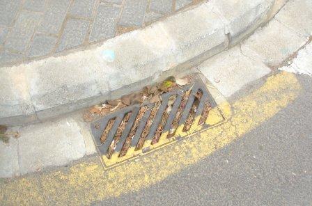 Imbornal en la Avenida Corts Valencianes. Foto: EPDA.