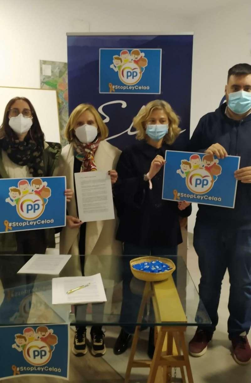 La alcaldesa y concejales del PP contra la Ley Celaá en Bétera. / EPDA