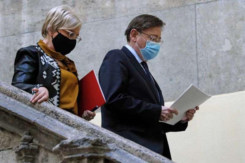 El president de la Generalitat, Ximo Puig, y la consellera de Sanidad, Ana Barceló, tras una reunión de la Mesa Interdepartamental. EFE