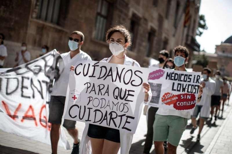 MIR durante la jornada de protestas en la ciudad de València este lunes. EFE