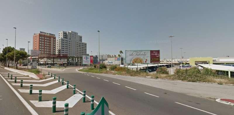 Pista de Silla junto a zona comercial. EPDA