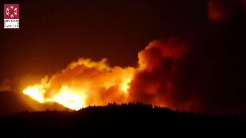 Incendio de Azuébar-Soneja en una imagen proporcionada por la Diputació de Castelló. / EPDA