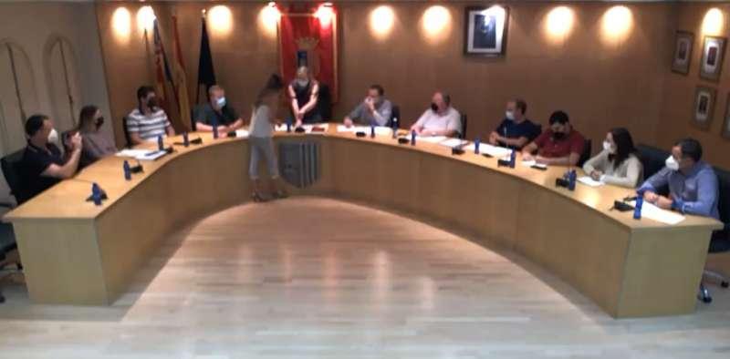 La nueva concejala prometiendo el cargo ante la Constitución