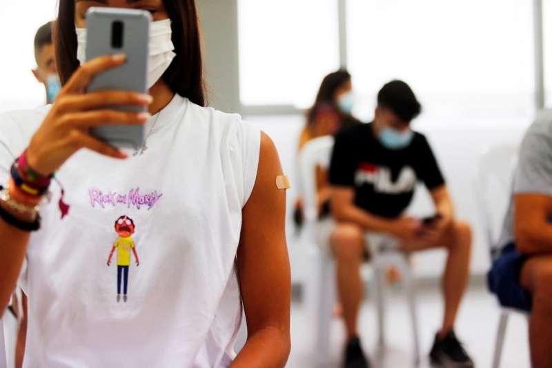 Imagen de archivo durante la vacunación de jóvenes de 16 a 19 años en la Comunitat Valenciana.