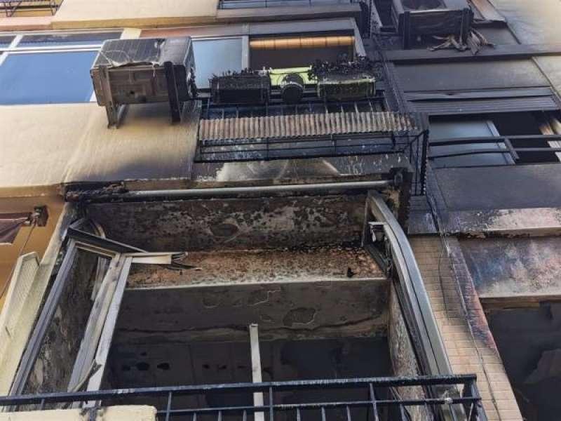 Fachada del edificio incendiado en Xirivella. EFE/Ayuntamiento./ EPDA