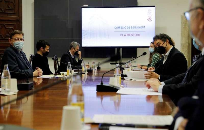 El president de la Generalitat, Ximo Puig, preside la comisión de seguimiento sobre las ayudas a los sectores más afectados por la crisis de la covid-19. EFE