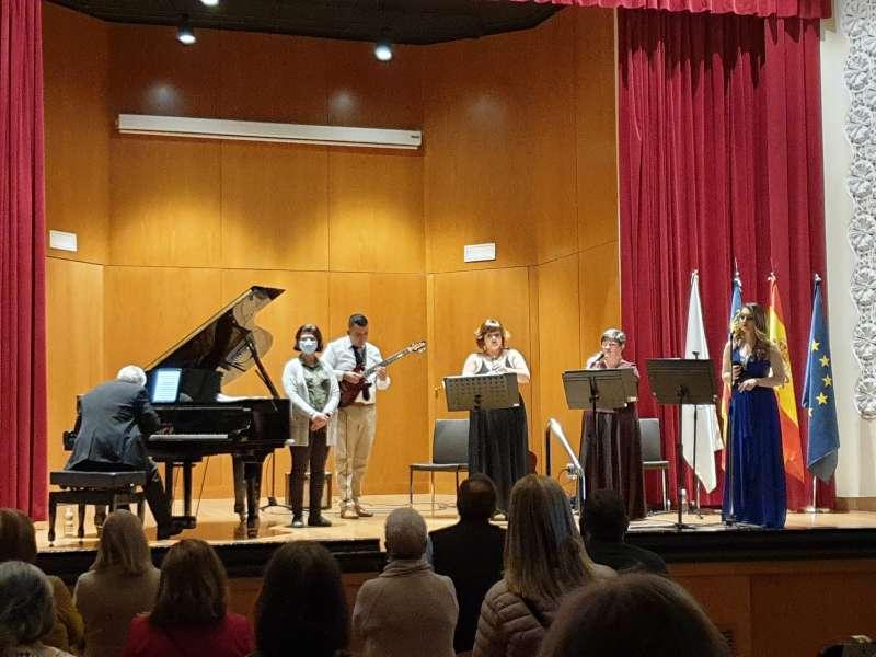 El grupo musical, durante el concierto dedicado al personal sanitario saguntino. / EPDA