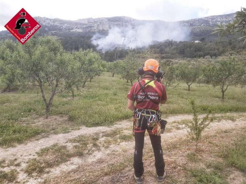 Una imagen del incendio, facilitada por el Consorcio de Bomberos. EFE
