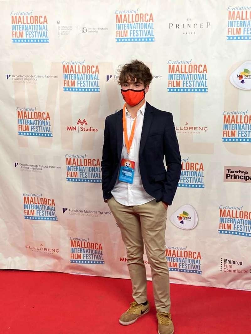 Fernando Tena en la alfombra roja de los premios.